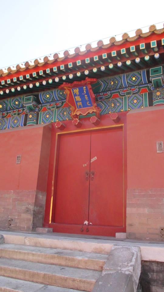 pintu bagian belakang istana
